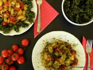 Νιόκι με μανιτάρια, ντοματίνια κ κέιλ τσιπς