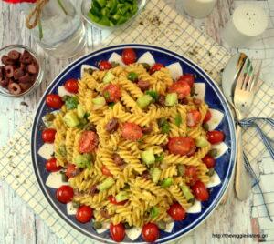 Χωριάτικη σαλάτα ζυμαρικών – Greek pasta salad