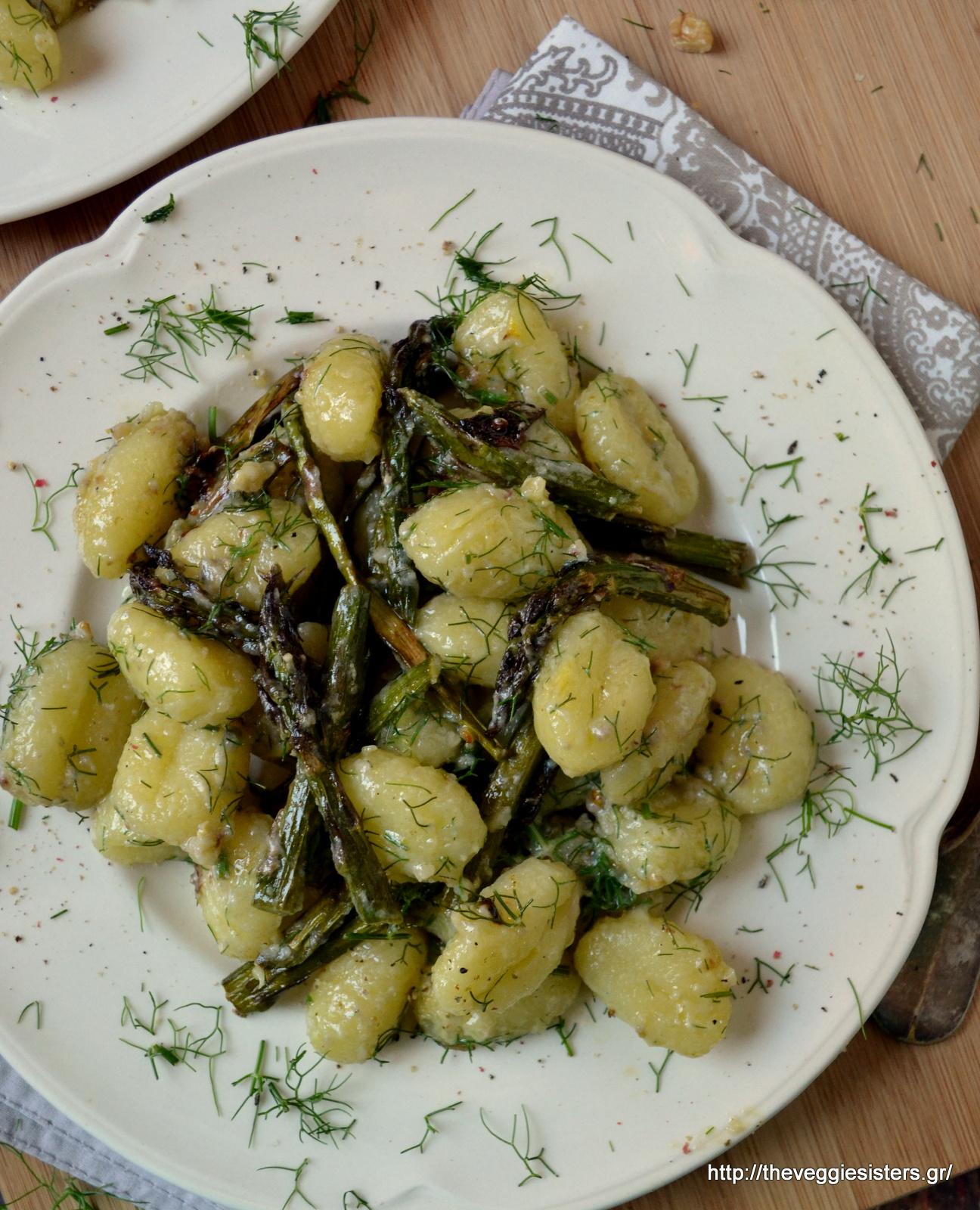 Λεμονάτα νιόκι με ψητά σπαράγγια - Lemony roasted asparagus gnocchi