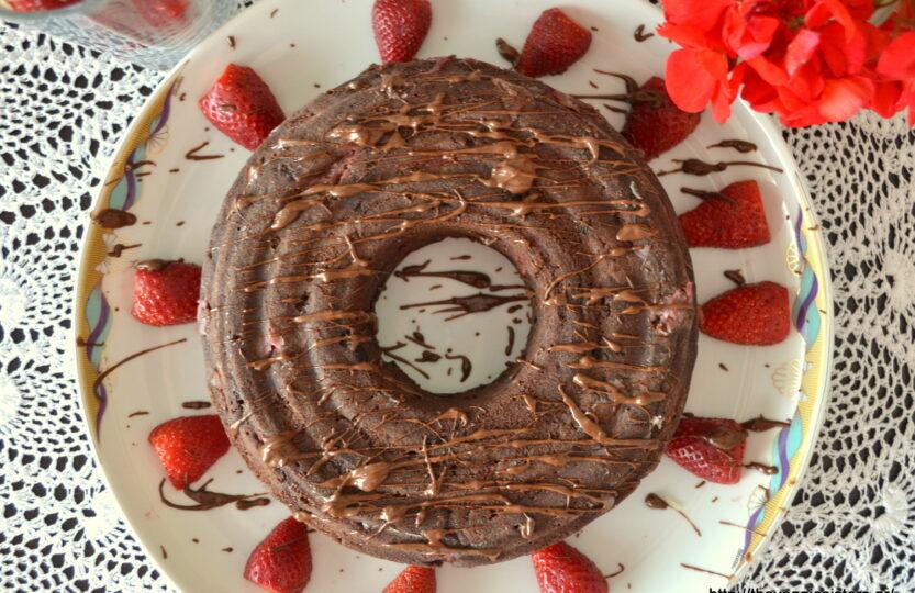 Σοκολατένιο κέικ με φράουλα