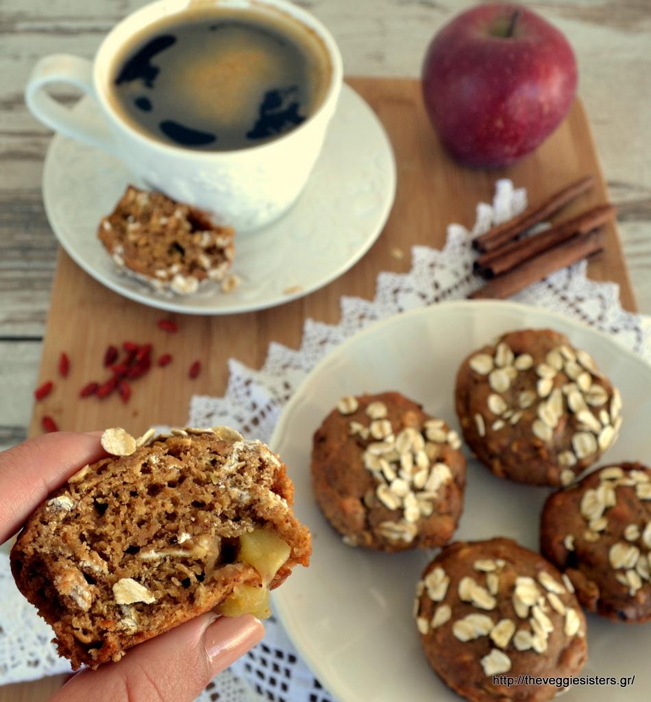 Υγιεινά μάφιν μήλου με goji berries