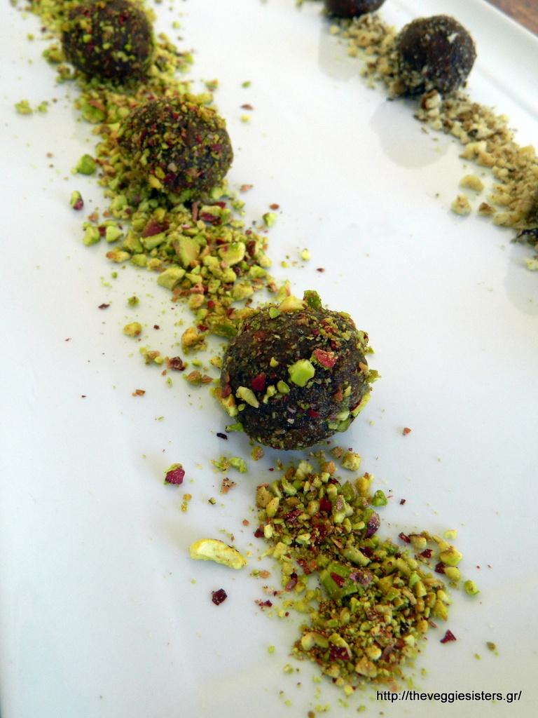Σοκολατένια τρουφάκια με ταχίνι, πορτοκάλι κ υπερτροφές