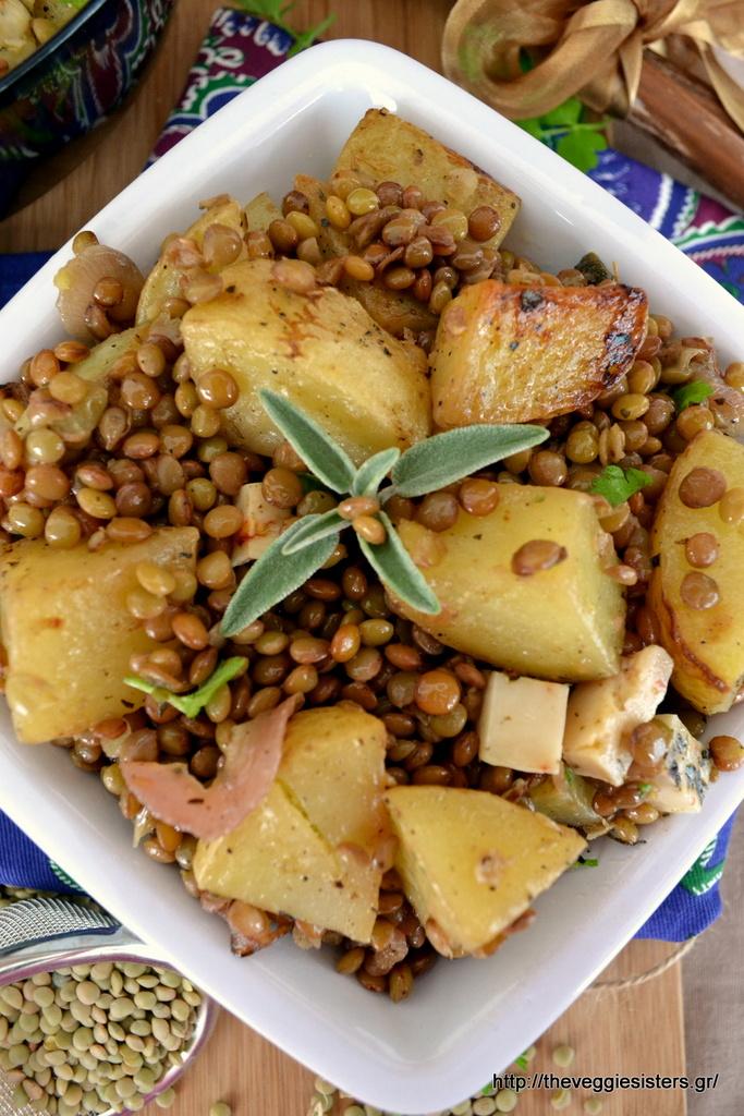 Αρωματικές ψητές πατάτες με φακές