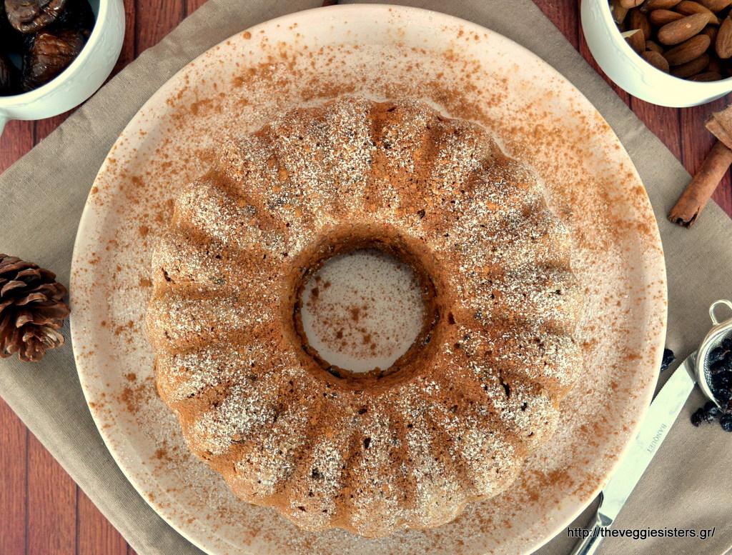 Πλούσιο κέικ με ξερά φρούτα κ αμύγδαλα