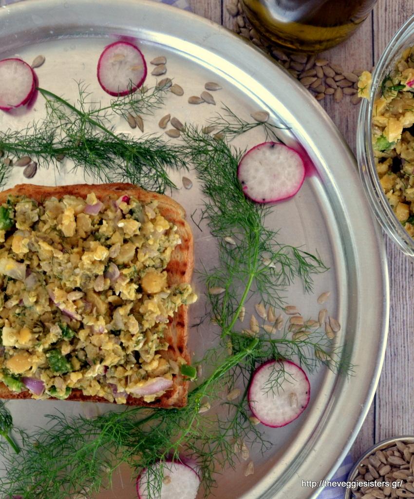 απίστευτη σαλάτα-άλειμμα με ρεβύθια, το πιο τέλειο τοστ