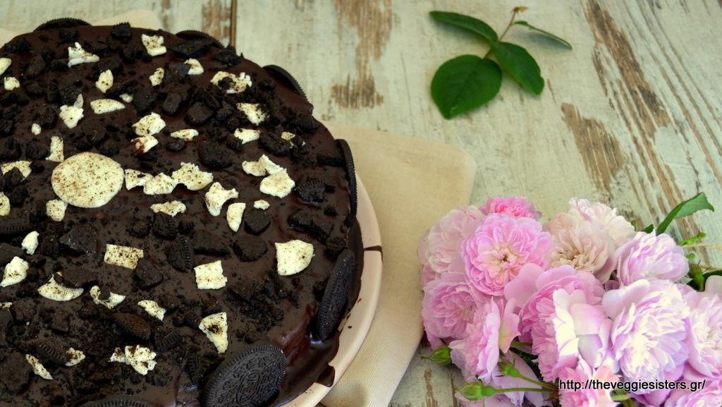 Σοκολατένια τούρτα με μπισκότα oreo