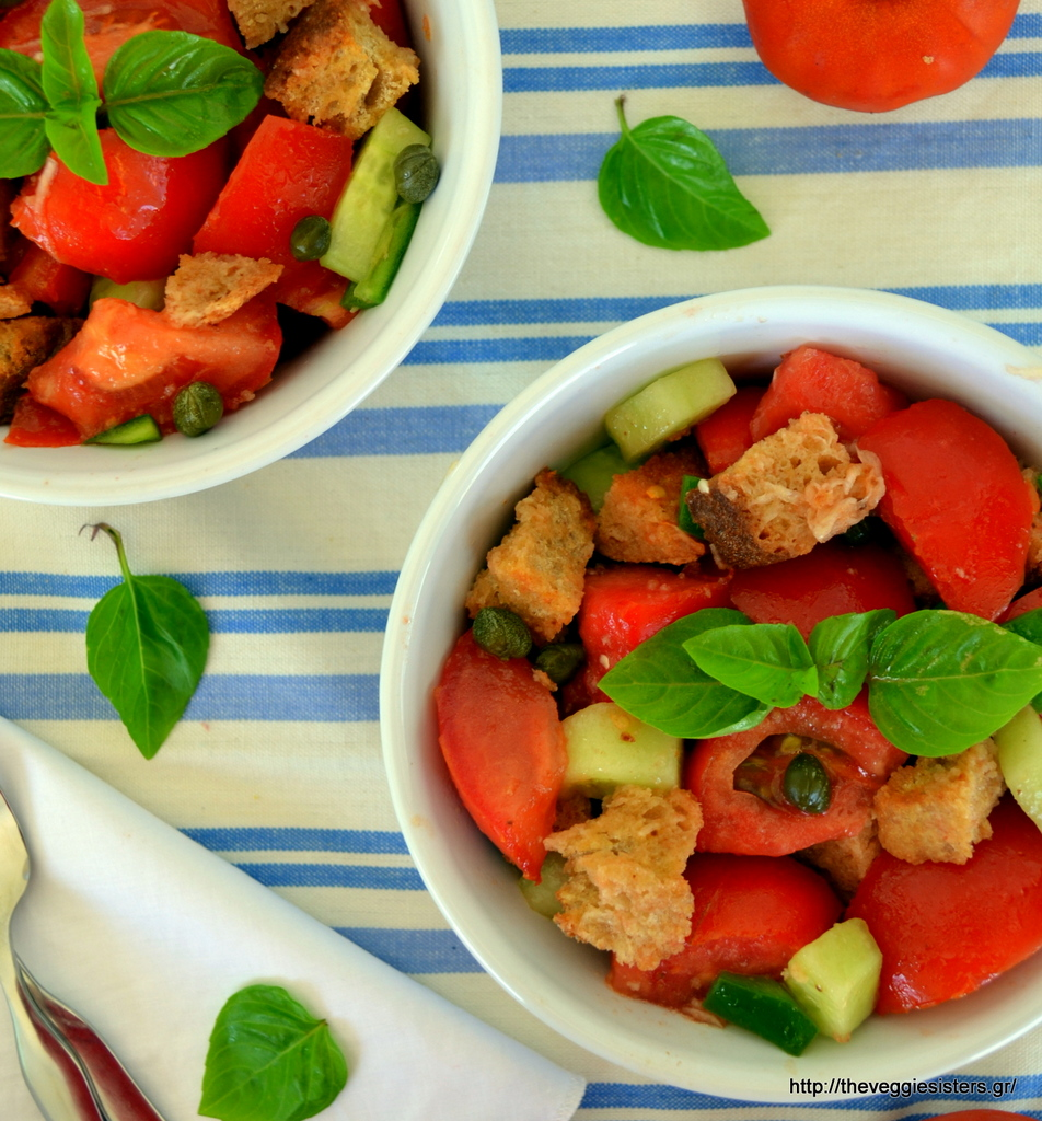 Panzanella: λαχταριστή σαλάτα με ντομάτα κ ψωμί
