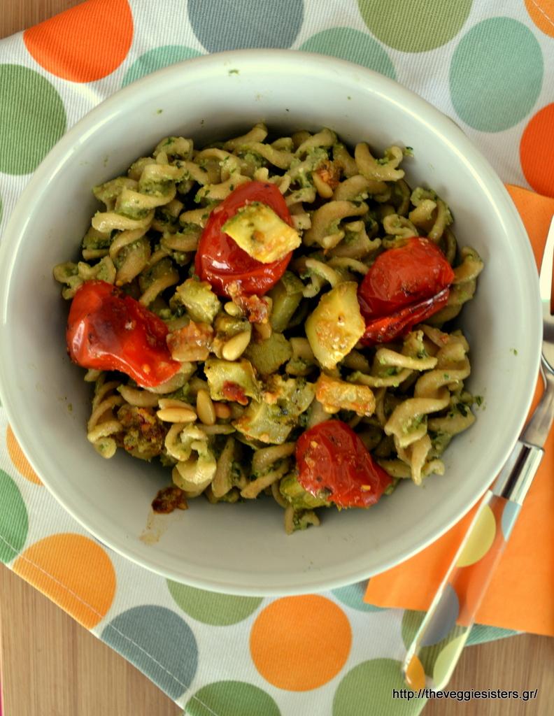 Βίδες με πέστο κολοκυθιού και ψητά ντοματίνια – Zucchini pesto fusili with baked cherry tomatoes
