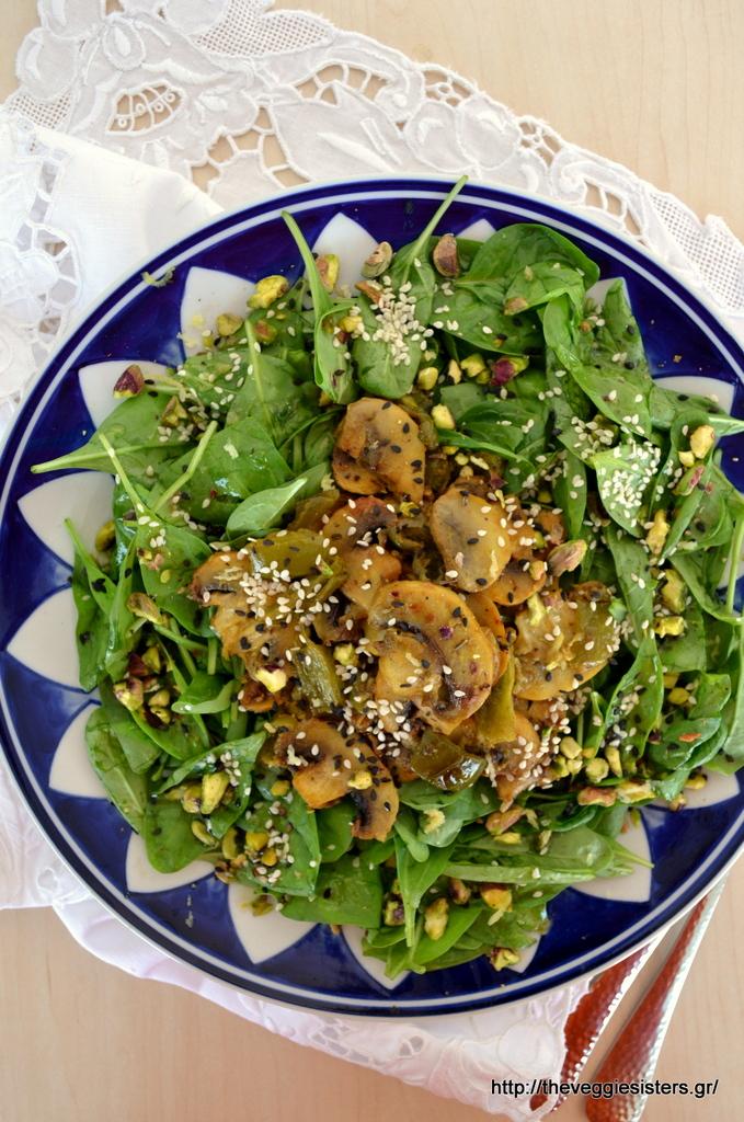 Σαλάτα με σπανάκι κ φουρνιστά λεμονάτα μανιτάρια με μουστάρδα
