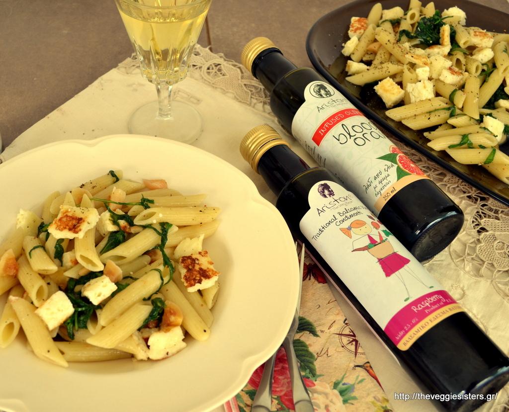 Μεσσηνιακές πένες με ταλαγάνι, ρόκα, μαριναρισμένα σύκα, αρωματισμένες με λάδι σανγκουίνι