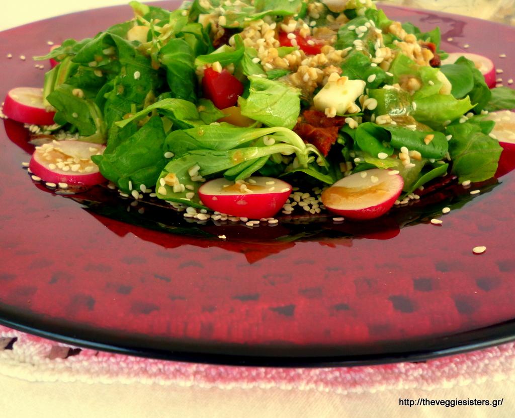 Πράσινη σαλάτα με πλιγούρι κ λαχανικά