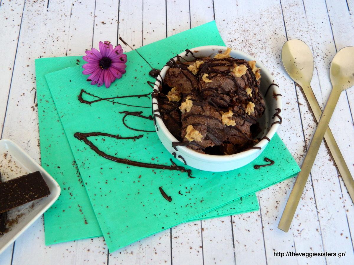 Νηστίσιμο παγωτό με σοκολάτα και φυστικοβούτυρο - Vegan chocolate peanut butter icecream