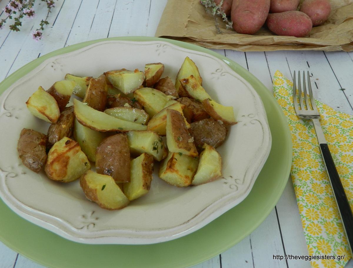 Ψητές κόκκινες πατάτες με σπιτική σάλτσα BBQ - Roasted red potatoes with homemade BBQ sauce