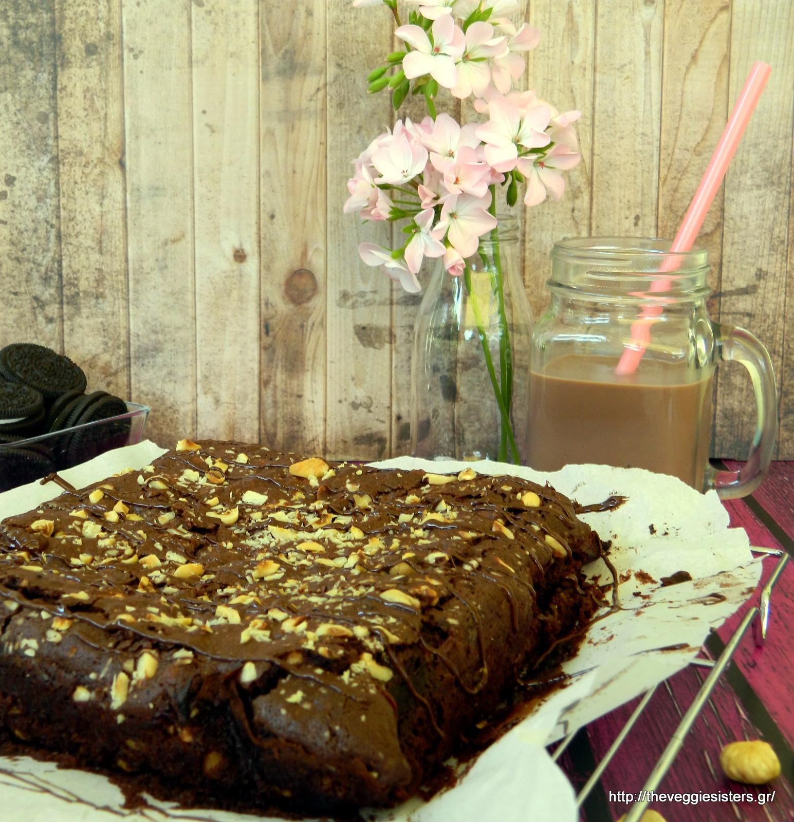 Απίθανο σοκολατένιο μπράουνις με ορέο - Vegan chocolate oreo brownies