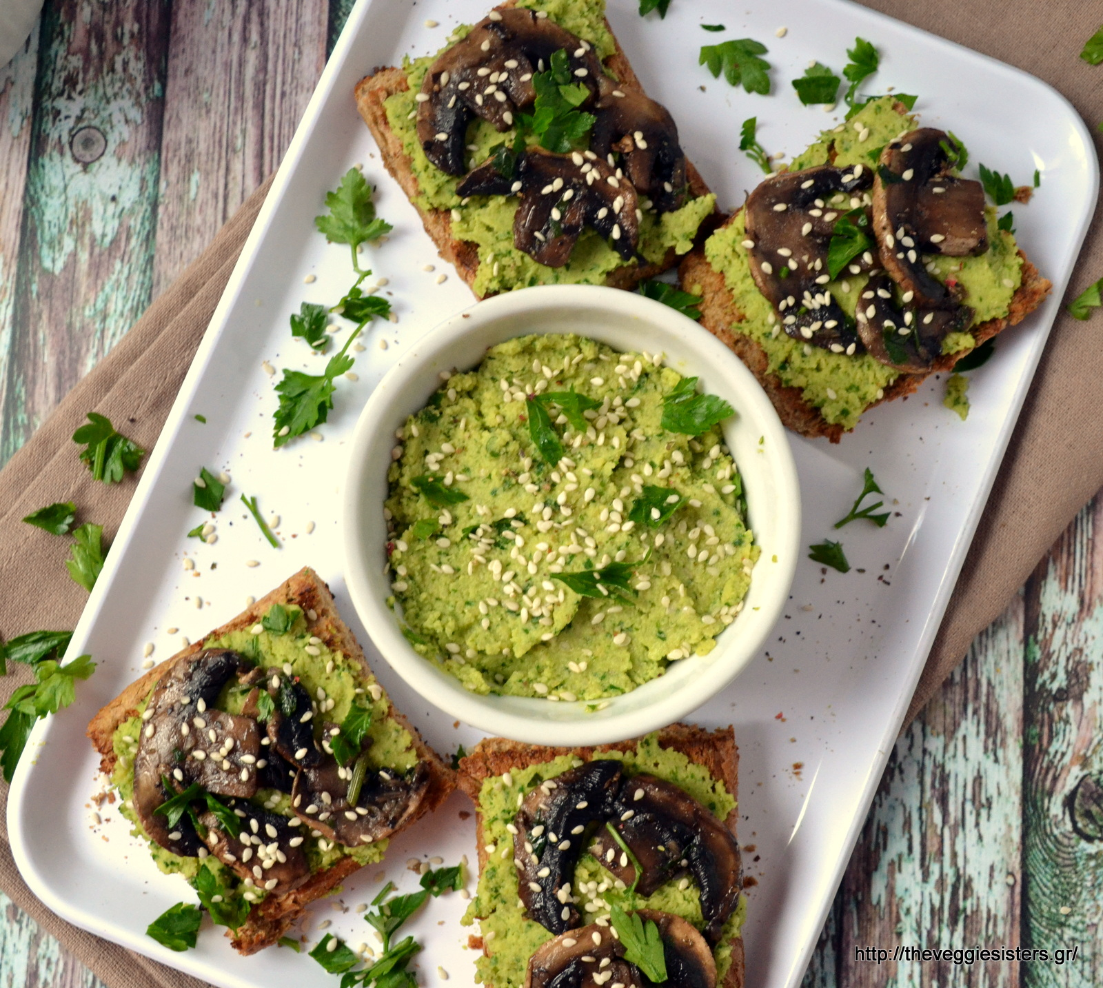 Μπρουσκέτες με χούμους πέστο κ μανιτάρια - Mushroom pesto hummus bruschette