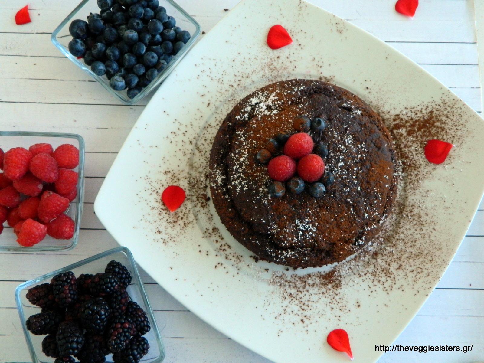 Σοκολατένιο κέικ με μύρτιλλα