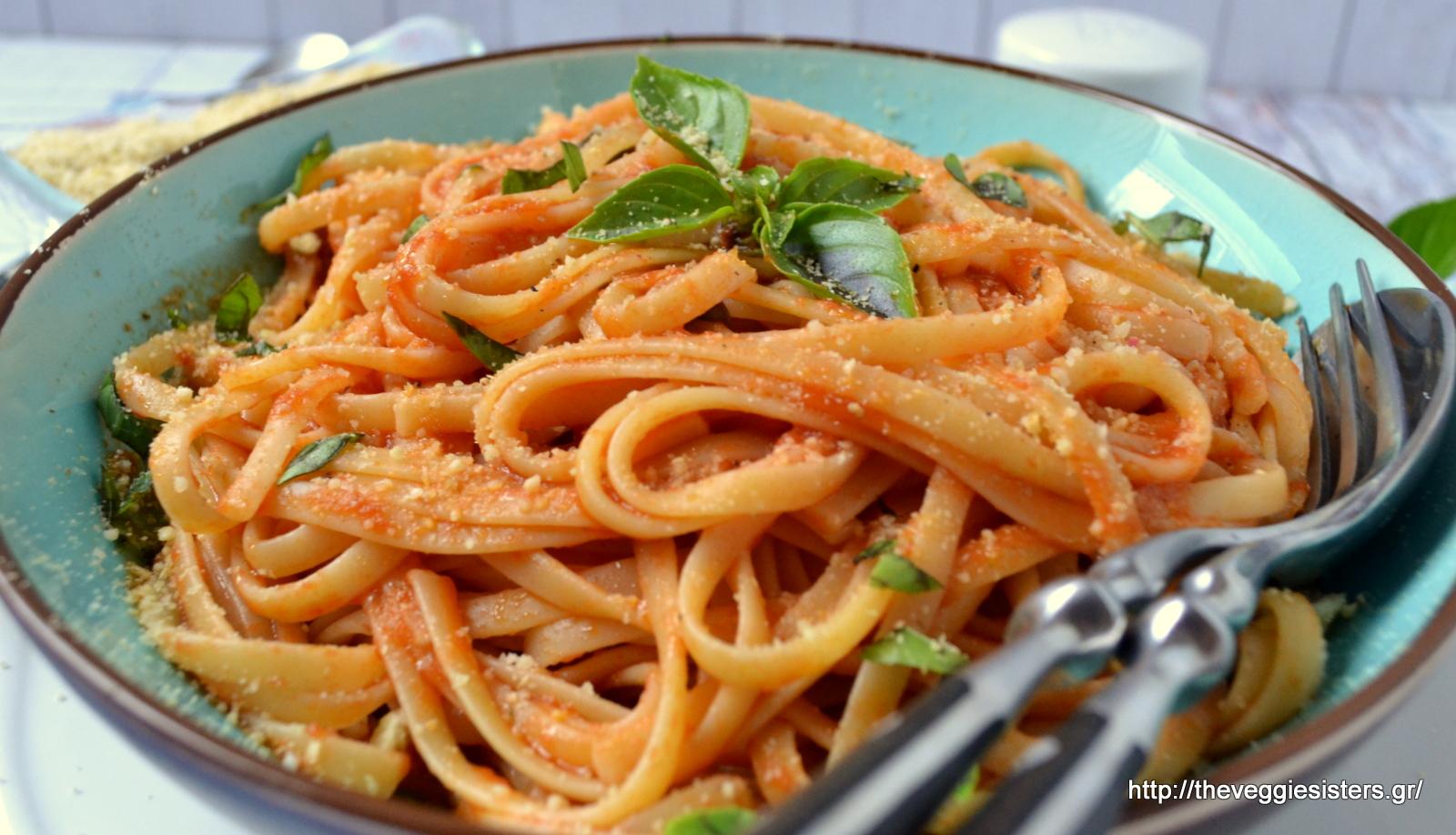 Η πιο απλή κ νόστιμη μακαρονάδα:λινγκουίνι με ντομάτα βασιλικό-The simplest but yummiest pasta dish:tomato basil linguini