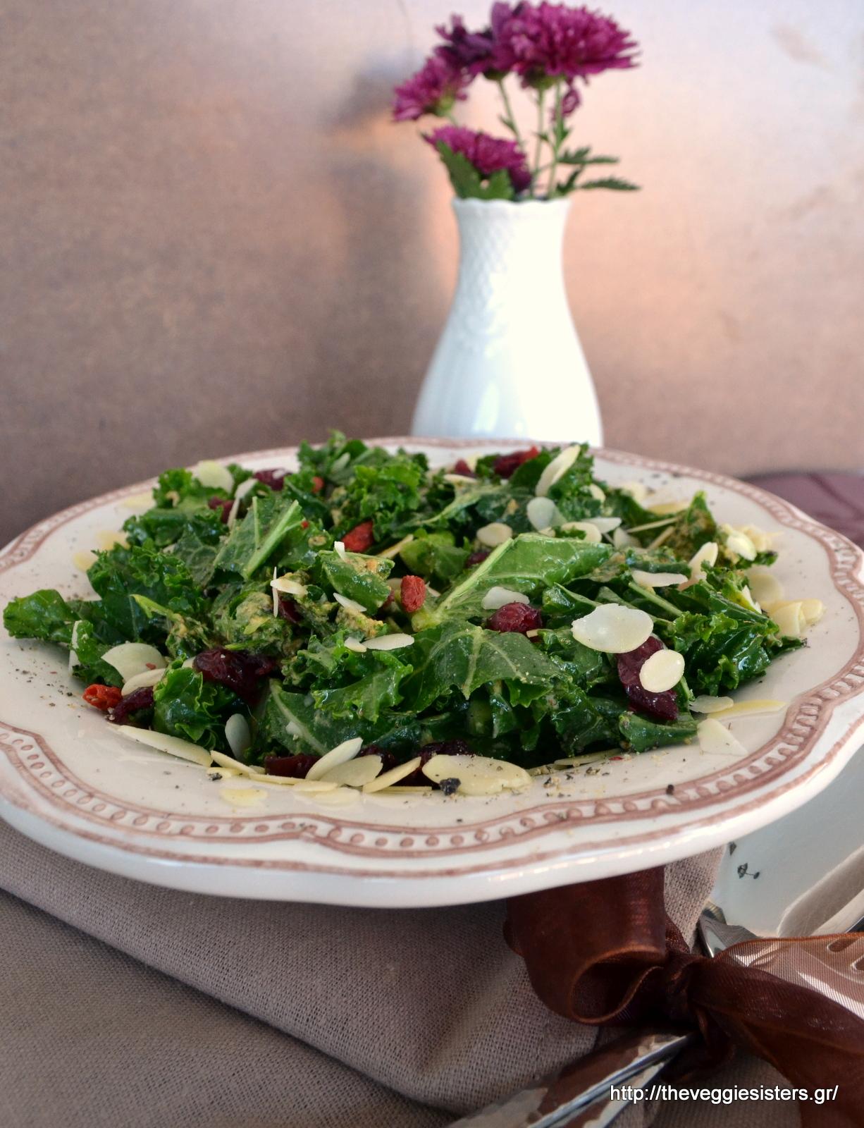 Σούπερ δυναμωτική σαλάτα με kale-Super healthy kale salad