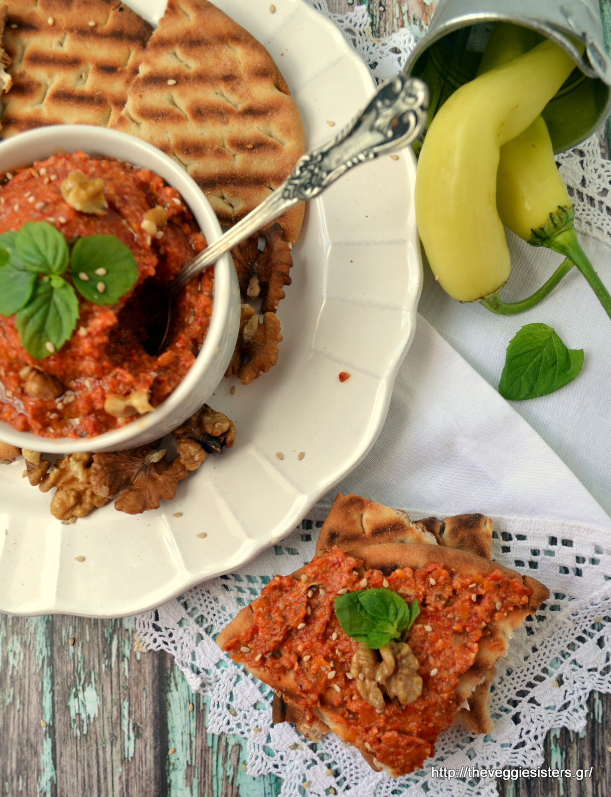 Μουχαμάρα (ντιπ με πιπεριές κ καρύδι) - Muhammara (Pepper walnut dip)