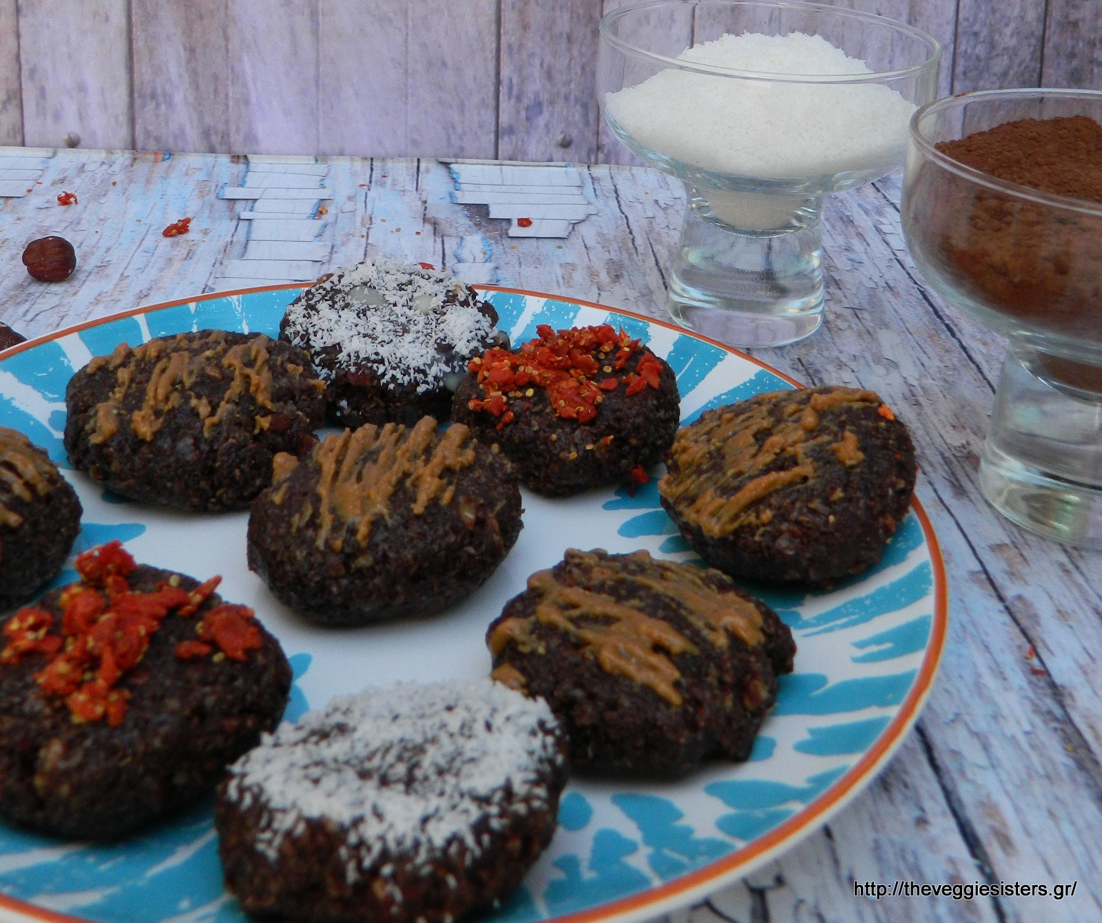 Πεντανόστιμα θρεπτικά σοκολατένια μπισκότα χωρίς ψήσιμο κι οι νικητές του giveaway - No bake vegan chocolate cookies