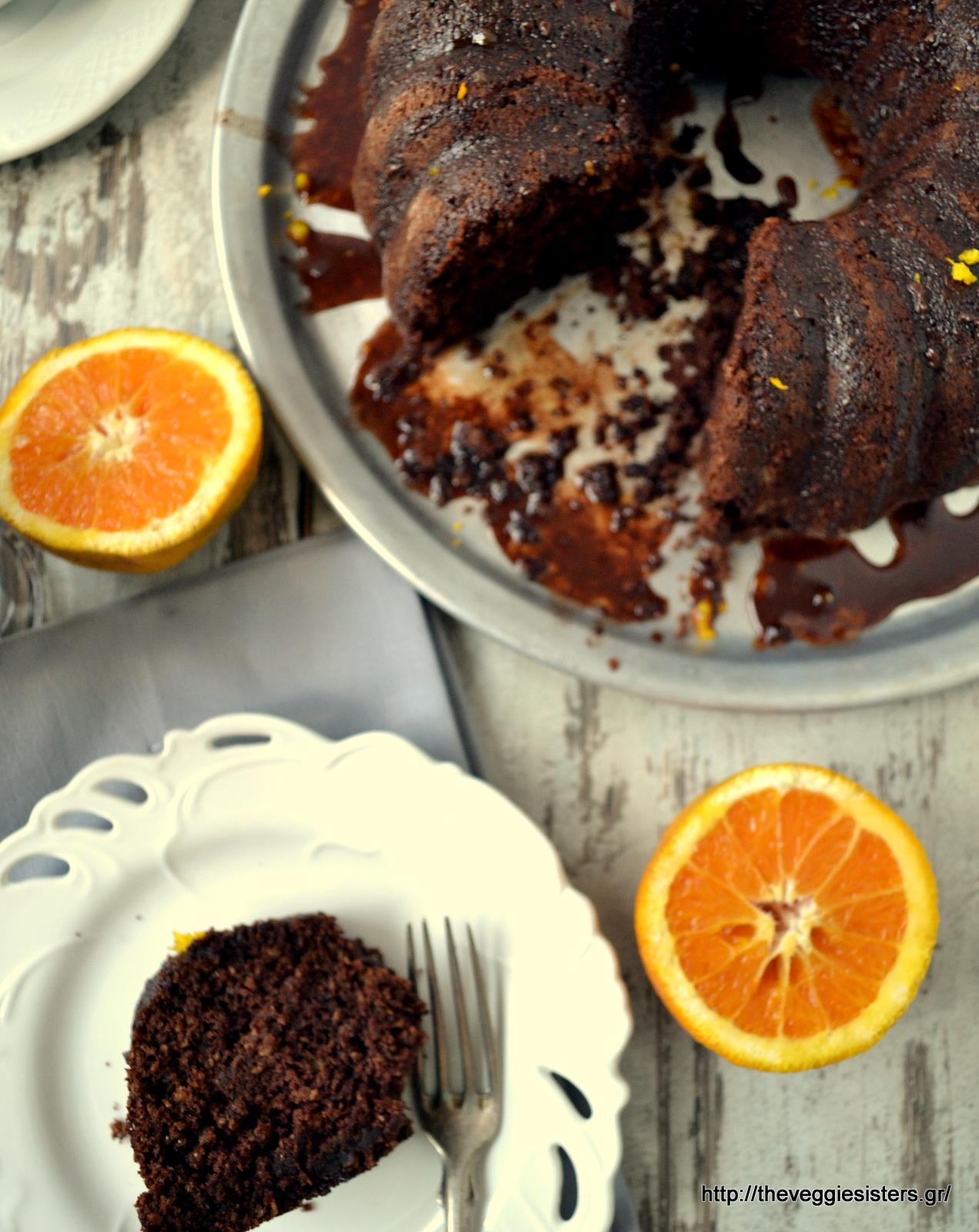 Κολασμένο κέικ σοκολάτα πορτοκάλι με σάλτσα σοκολάτας- Scrumptious chocolate orange cake with chocolate sauce