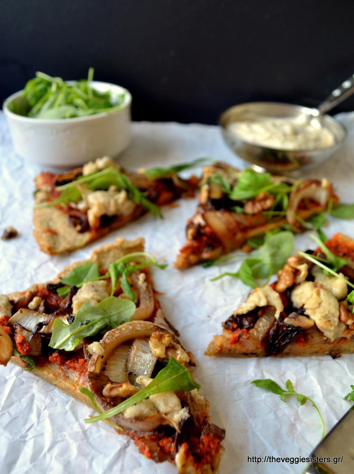 Απόλυτα υγιεινή πίτσα ν.2 με καραμελωμένο φινόκιο, κρεμμύδι, κανθαρέλες κ κρέμα κάσιους - Healthy vegan pizza n.2 with caramelised fennel, onion, chanterelles and cashew cream