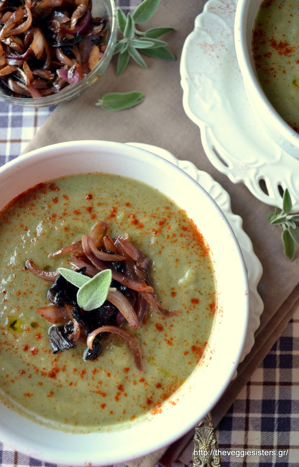 Σούπα βελουτέ με μπρόκολο κ καραμελωμένα πορτσίνι κ κρεμμύδια - Creamy broccoli soup with caramelised porcini and onions