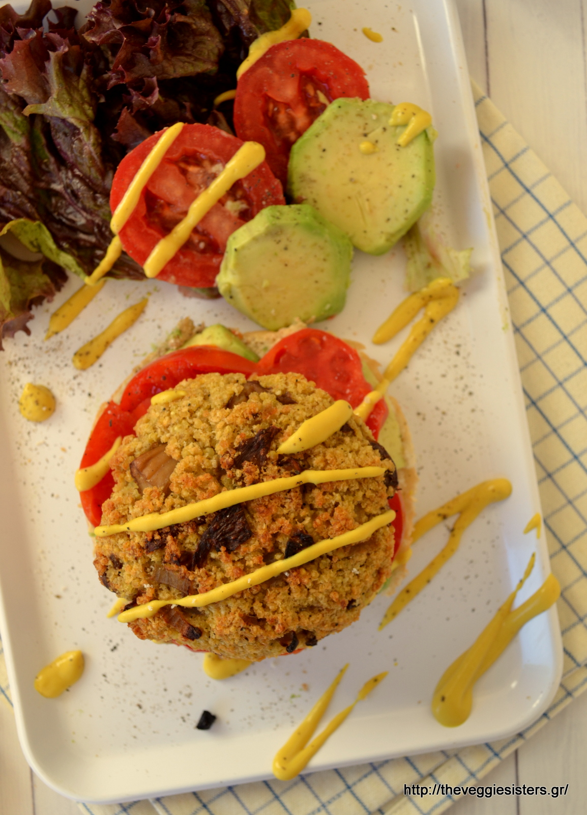 """Χορτοφαγικό """"junk food"""": υπέροχο μπέργκερ με κεχρί κ μανιτάρια - Vegan """"junk food"""": mushroom millet burger"""