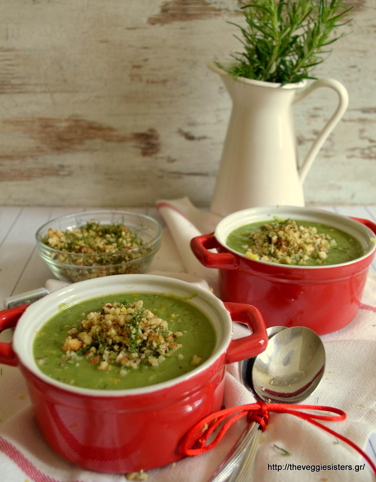 Σούπα βελουτέ με αρακά κ ψίχουλα αμυγδάλου