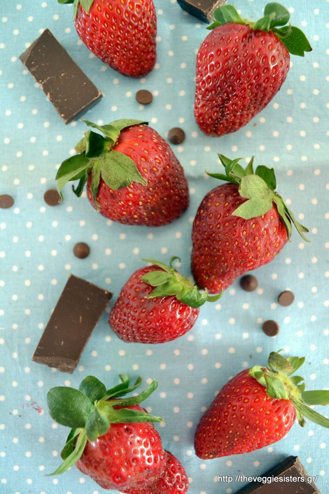 Σοκολατένιες φωλιές με κρέμα φράουλας