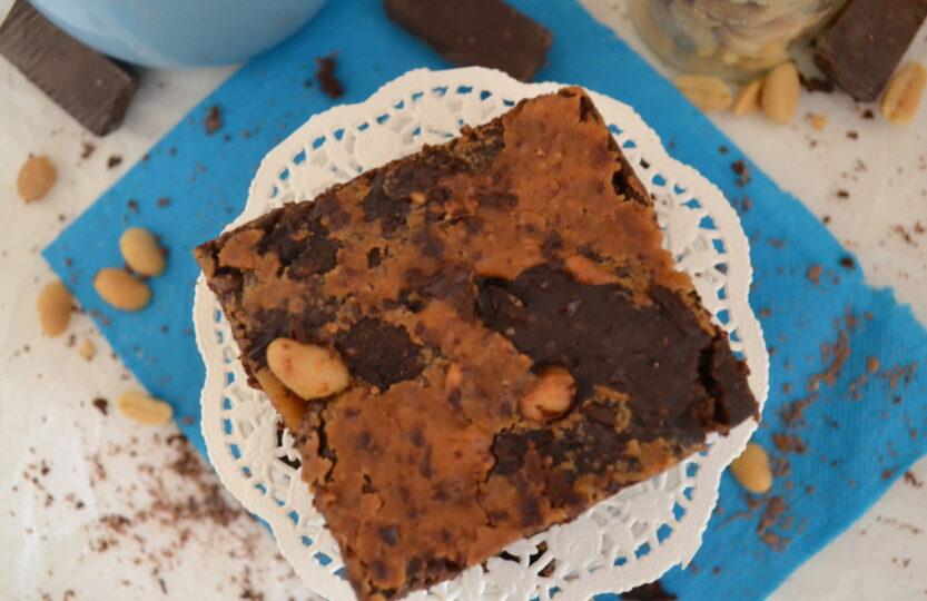 Σοκολατένιο κέικ με φιστικοβούτυρο