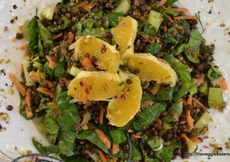 Σαλάτα με φακές, σπανάκι και πορτοκάλι