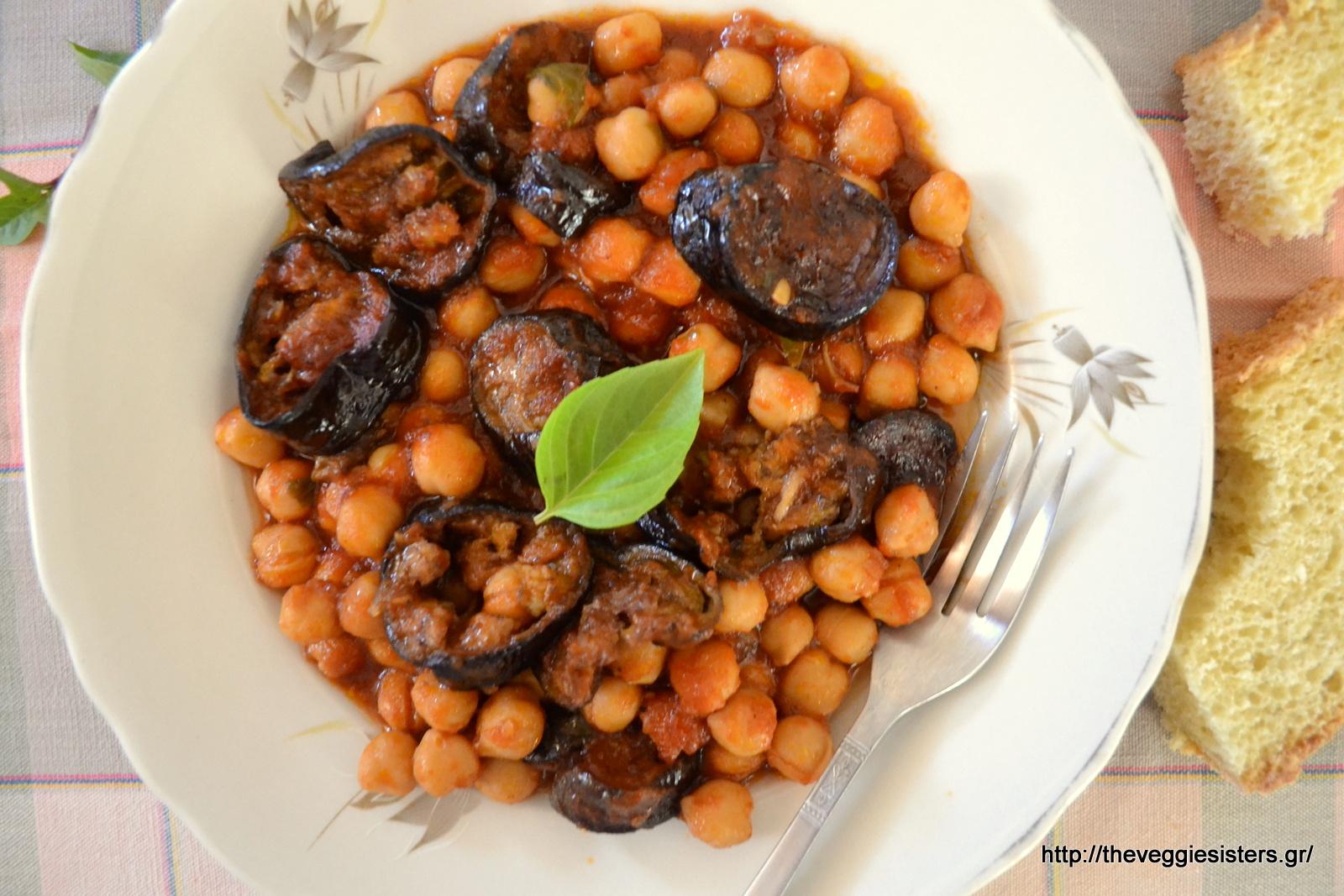 Ρεβίθια με μελιτζάνες στον φούρνο- Baked eggplant chickpeas