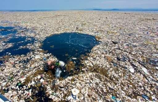 Νησί από πλαστικό μέσα στον ωκεανό