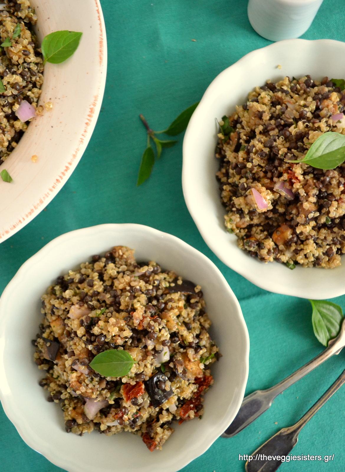 Σαλάτα με κινόα, φακές και ψητή μελιτζάνα