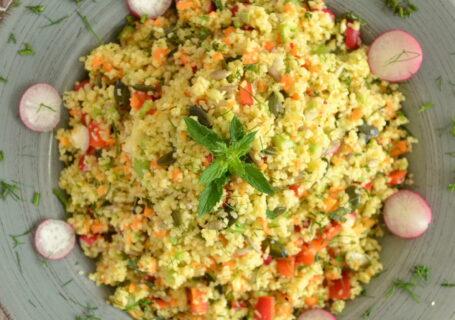 Τραγανή σαλάτα με κους κους και σπόρους